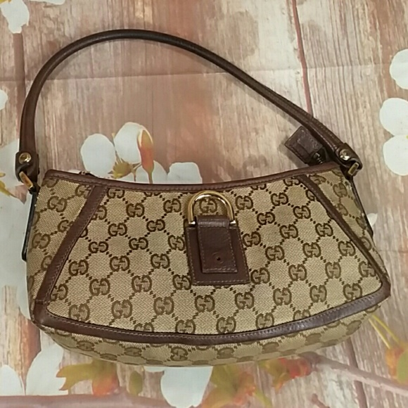 17d9f5784 Gucci Handbags - Authentic Gucci GG Monogram Brown Canvas Hobo Bag.